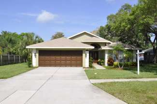 Move-in Ready Tarpon Springs Home